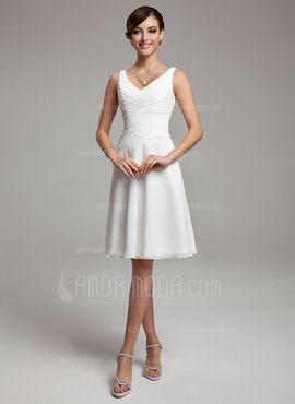 A-Lijn/Prinses V-nek Knie-Length De Chiffon Bruidsmeisjes Jurk met Roes Kraalwerk Pailletten (007001083) - AmorModa