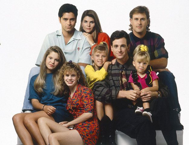 "John Stamos Instagrammed A Reunion Photo With Lori Loughlin From The ""Full House"" Spin-Off"