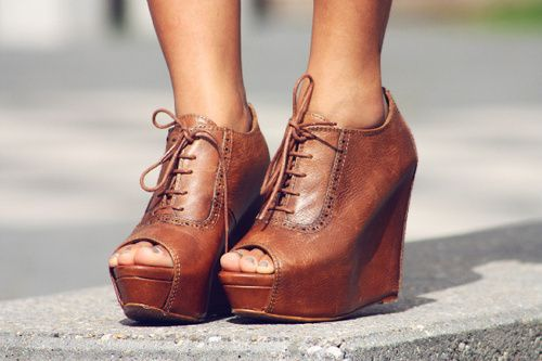 Oxford wedges.: Shoes, Leather Wedges, Style, So Cute, Closet, Cowboys Boots, Fall Wedges, Peeps Toe Wedges, Oxfords Wedges