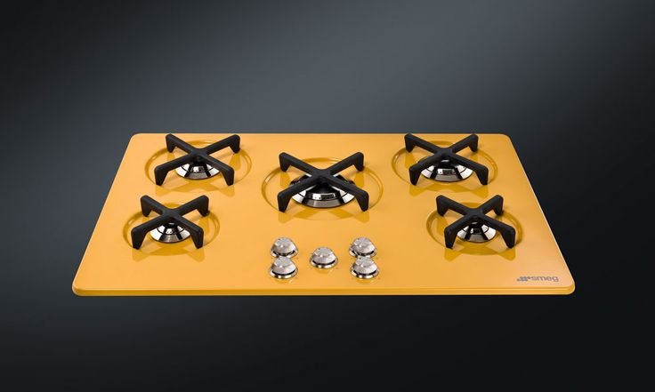 Smeg design by Marc Newson: table de cuisson gaz. Existe en inox, bleu, jaune, vert, verre noir et verre blanc. <3