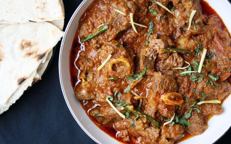 Slow cooked lamb curry with tomatoes, garlic & garam masala