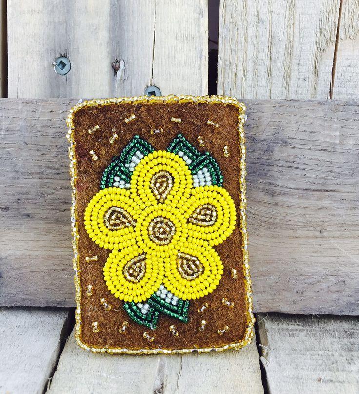 Moosehide cardholder with yellow flower beadwork #Esawa #Cardholder #Handmade #Yellowflower