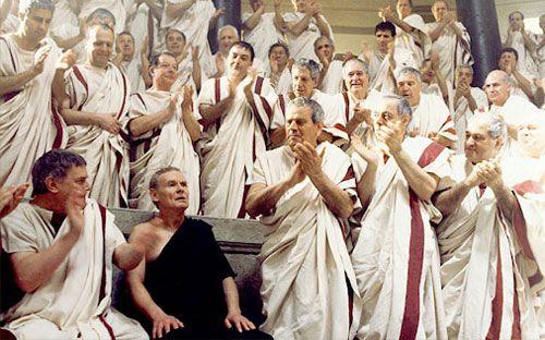 Foto de hombres simulando el congreso romano.