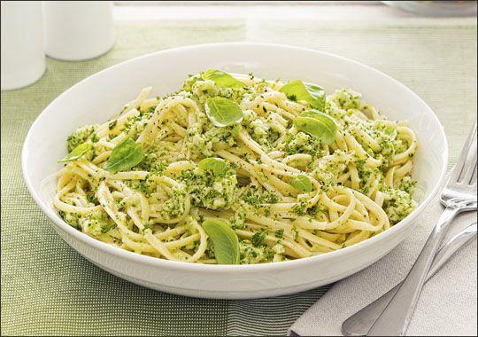 Spaghetti with Broccoli, Basil and Parmesan Sauce with Garlic Bread Bites