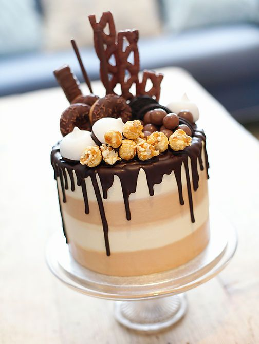 Cake designer based in Littlehampton, West Sussex. Specialising in bespoke wedding, occasion & corporate event cakes. Stunning cakes with the yum factor!