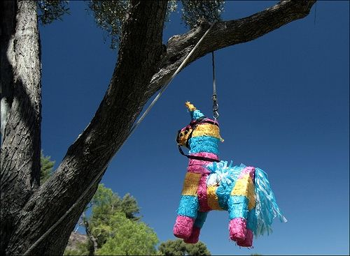 How+to+Make+a+Mexican+Pinata+