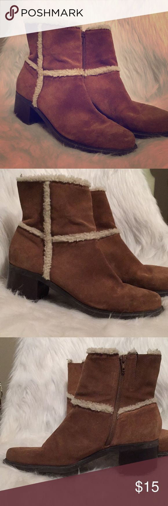 """💖QVC, Markon, 10, fur-trimmed, ankle boot Markon """"Donald"""", 10, fur-trimmed ankle boots, comfortable, sturdy, and on trend. These boots look great with jeans 👖 where you don't see the fur or wear them with leggings, jeggings, skinny jeans/pants or even a dress or skirt. They are truly versatile. Hand-written # on sole is the QVC product number, unsure sure why it is there. QVC no longer sells them. Only flaw see pics, both block heels have tiny part of the corner lifted. My opinion is it is…"""