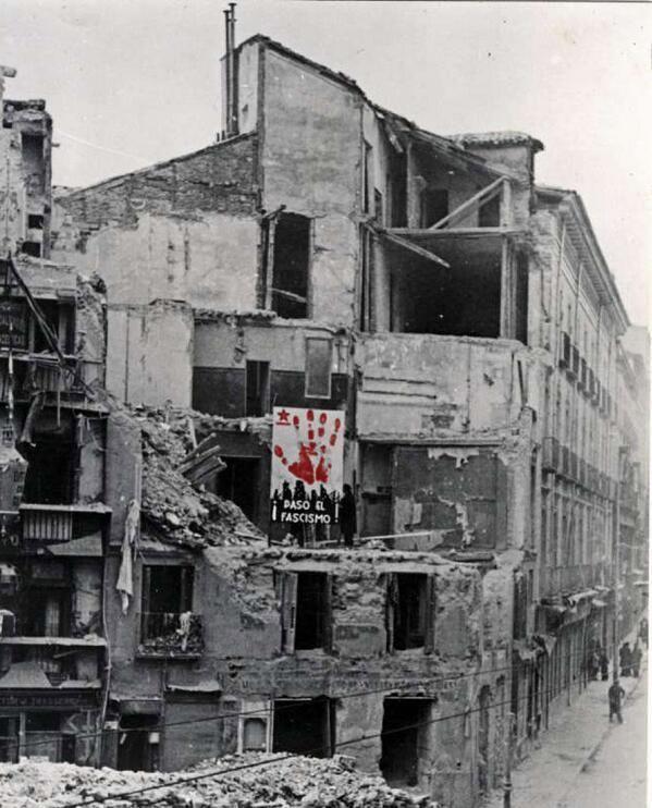 """""""Madrid no tiene suficiente comida. Madrid ya no duerme.. pero Madrid aguanta y aguantará"""". Louis Delaprée, Nov 1936 pic.twitter.com/sQeIFrsDsv"""