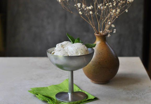 Fresh Mint Gelato with Chocolate Chunks: Desserts Recipes, Stores Bought, Mint Leaves, Dark Chocolates, Chocolates Chunk, Leaves Fleck, Fresh Mint, Cream Recipe, Mint Gelato