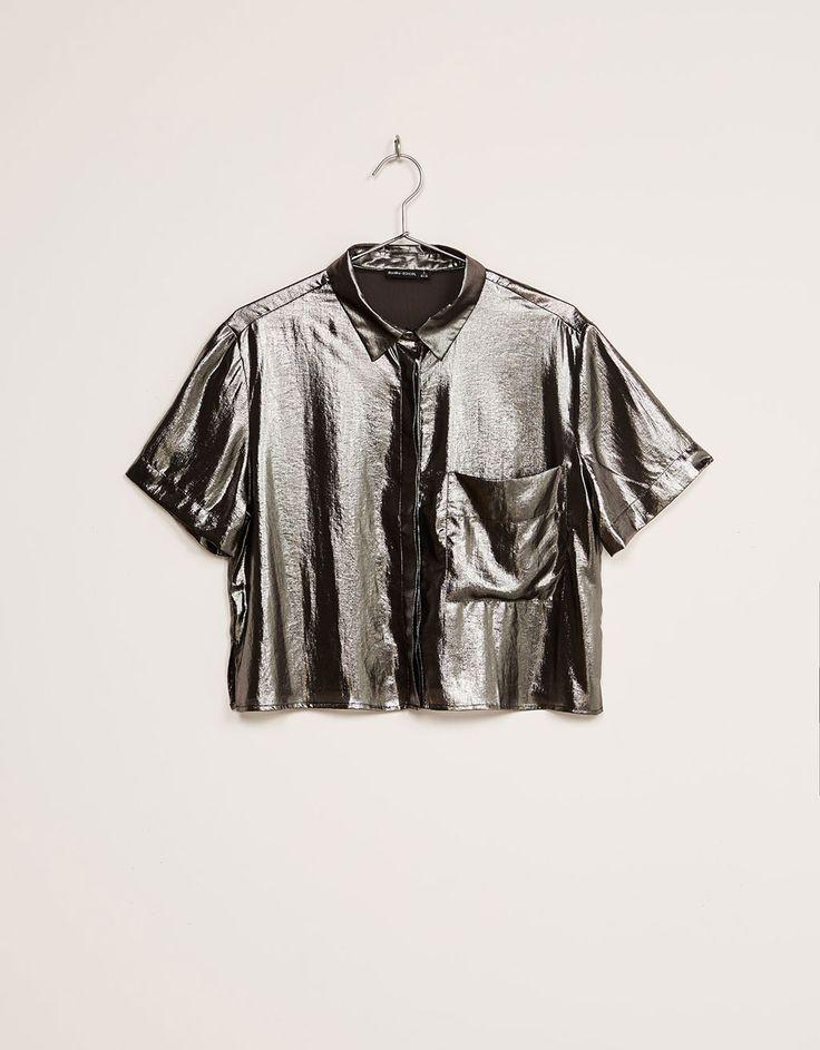 Metallic blouse. Ontdek dit en nog véel meer kledingstukken in Bershka met elke week nieuwe producten.