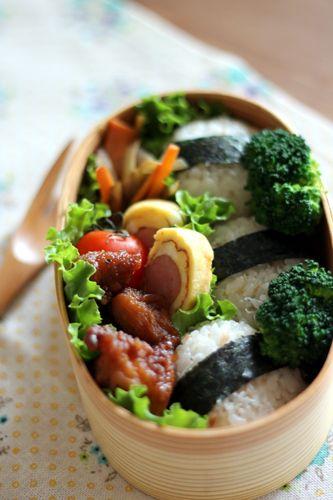 Japanese Bento BoxLunch (Onigiri Rice Balls, Karaage Fried Chicken, Sausage Egg Roll, Kinpira Braised Burdock Root and Carrot)|弁当