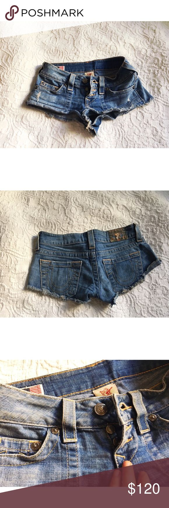 True Religion Denim Cut Off Daisy Duke Shorts 24 ✨(❁´◡`❁) ωḙℓḉ✺Պḙ (❁´◡`❁)✨       🦋Description:    •Cute Denim    •Cutoff - Daisy Duke style (definitely shows under bum)   •Frayed hems      ✨       🦋Brand: True Religion       🦋Size: 24 / 00       🦋Condition: Good preowned shape. Washed and dried.        (please refer to all photos Don't hesitate to ask ANY and ALL question before Bidding/Buying) True Religion Shorts Jean Shorts