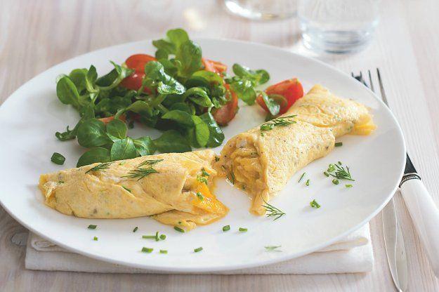 Vaječná omeleta se salátkem | Apetitonline.cz