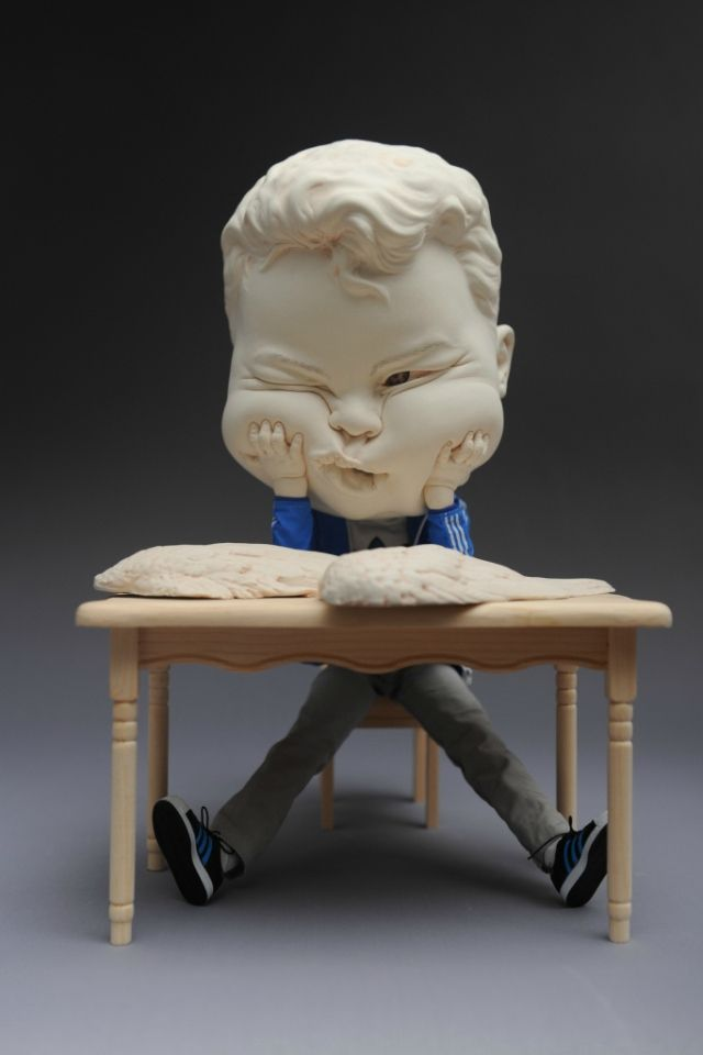 Johnson Tsang, A Job Offer, 2015. Porcelain and figure model. L36 W22 H22cm © Johnson Tsang