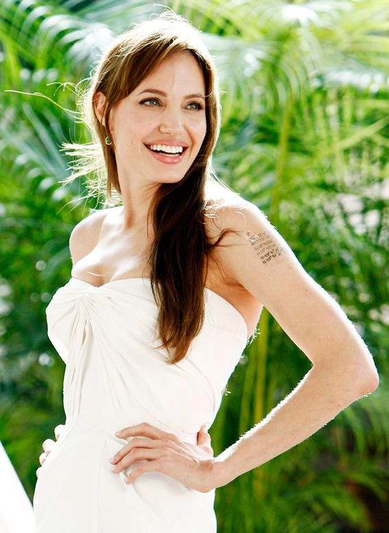 Angelina Jolie proves to have a double mastectomy