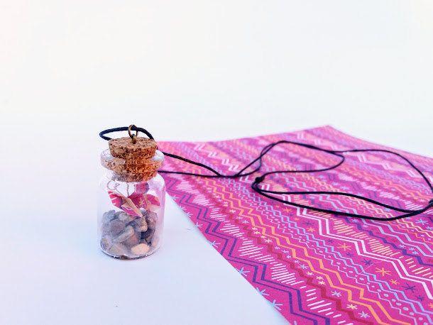 Collana bottiglietta vetro mm 30 con farfalla origami fantasia fuksia , cordino cerato nero regolabile, collana romantica amanti natura di diCartaediFilo su Etsy