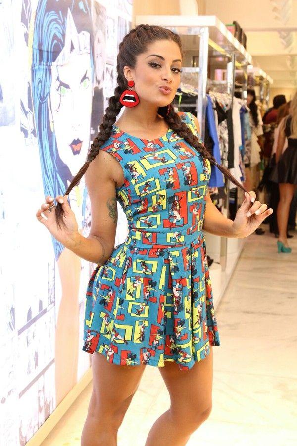 Aline Riscado com vestidinho geek (Foto: Thaís Aline/Fio Condutor)