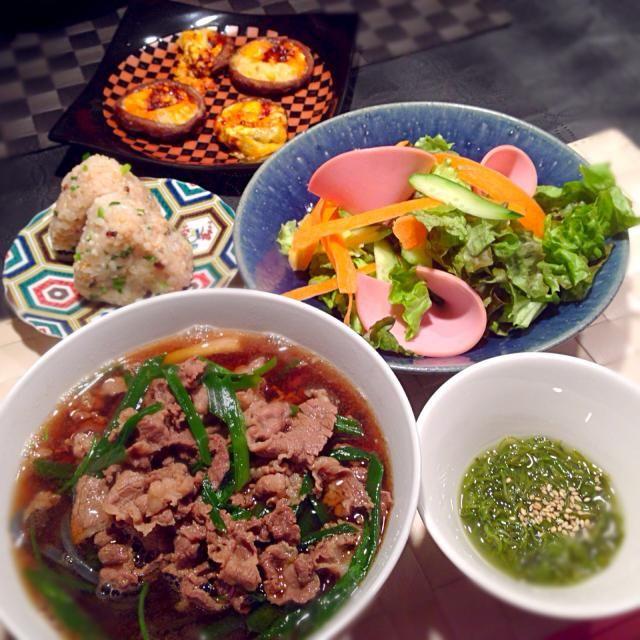 肉うどん☆ 椎茸の食べラーマヨチーズ焼き☆ めかぶ☆ ツナふりかけおむすび - 78件のもぐもぐ - 肉うどんの献立 by RIESMO