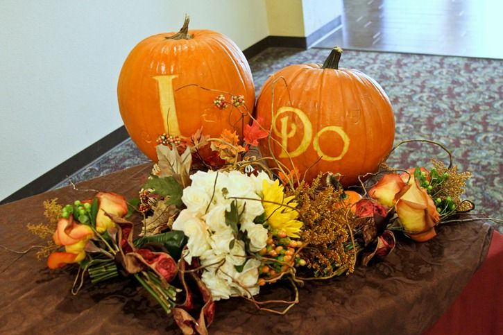 cute idea for pumpkins at a fall wedding @Ashleigh {bee in our bonnet} More thought of you and Flo!