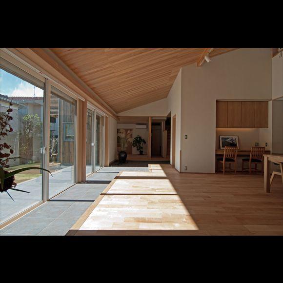 ★新潟で自然素材の家に住みたい★気持ちいい無垢の床★漆喰や珪藻土の壁にしてみたい★自然素材をとりいれた北海道発信の高断熱住宅を新潟でつくります★木造住宅・注文住宅ならおまかせ★設計力もハイレベルな工務店です★