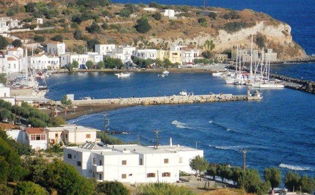 Οι Πάλοι, ψαροχώρι με τουριστική κίνηση, χτισμένο σε ανοιχτό όρμο, στη βόρεια ακτογραμμή της Νισύρου #Greece #island http://diakopes.in.gr/trip-ideas/article/?aid=210358