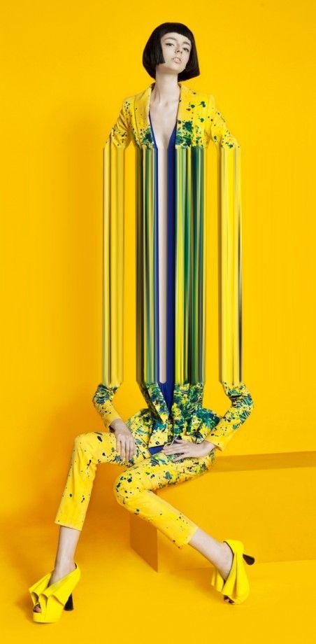 Gilber Franco reprend l'esthétique du glitch et l'applique à des photos en mode en étirant ses modèles.