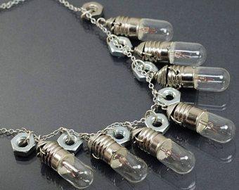 Gioielli gioielli Steampunk-contemporaneo, lampadina luce d'argento collana, Collana Steampunk, dado esagonale collana, gioielli industriali Hardware