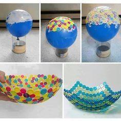 Voici une petite astuce pour fabriquer un joli et original bol. Vous avez besoin de colle, de boutons et d'une balloune!