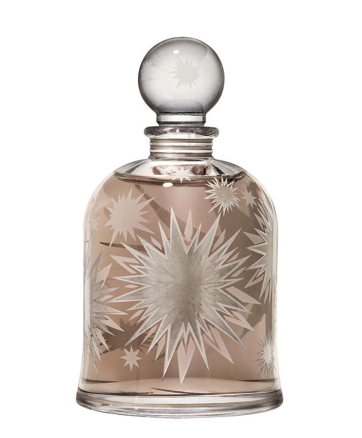"""Boxeuses par Serge Lutens : """"Now is the time to fight.To get the idea,think of russian leather tanned on birch bark.Now add animalic,strong enough to suggest a black eye . In other words,it`time to see stars !"""""""