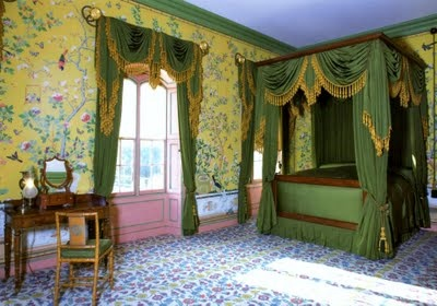 yellow Chinese wallpaper in Queen Victoria's bedroom. Royal Pavilion Brighton.Brighton Pavilion, British Study, British Monarchy, Pavilion Wallpapers, Pavilion Unoccupi, Royal Pavilion, Pavilion Brighton, Chine Wallpapers, Bedrooms Ideas