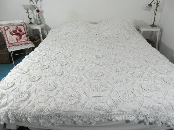 17 meilleures id es propos de couvre lit en crochet sur pinterest carr granny au crochet. Black Bedroom Furniture Sets. Home Design Ideas