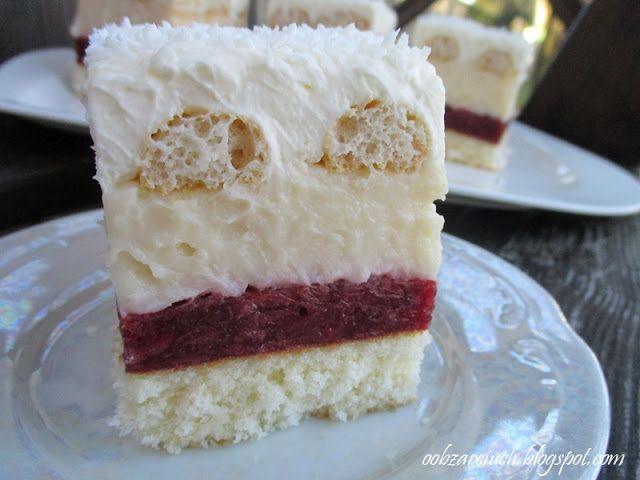 Wilgotne i rozpływające się w ustach ciasto z masą karpatkową, bitą śmietana i konfiturą wiśniową, które sprawia, że podczas jedzenia przenosi nas w bajeczną krainę