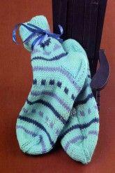 Бирюзовые носки, связанные на двух спицах