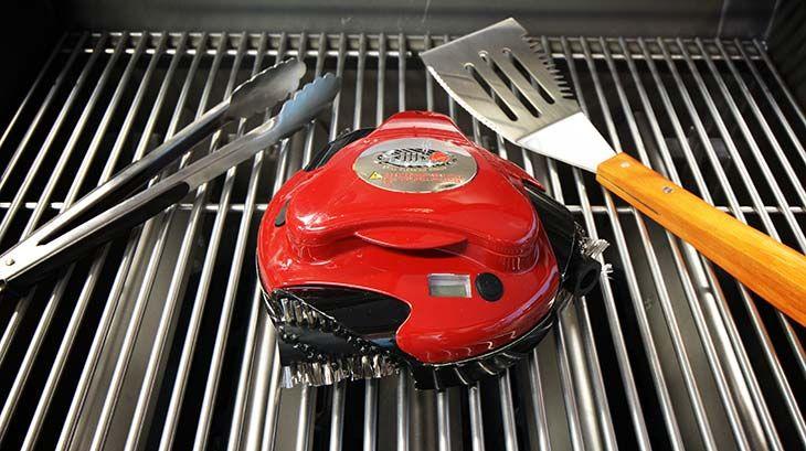 El robot limpia parrillas automático Grillbot limpia a fondo toda la superficie de la parrilla de tu barbacoa de gas o de carbón. Con batería recargable.