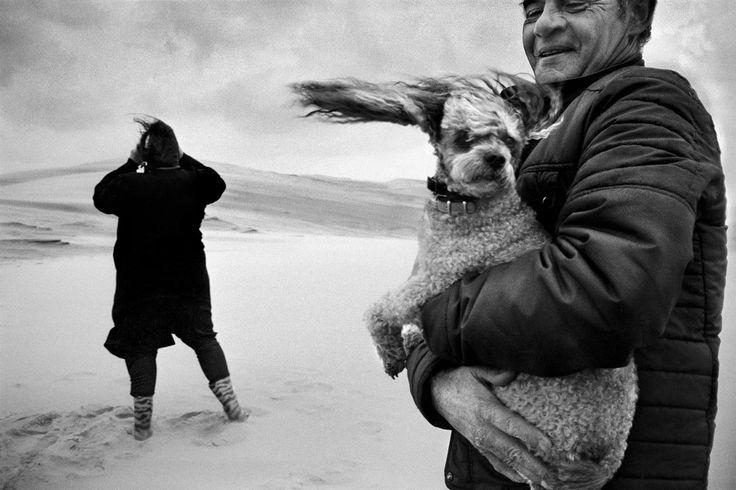 """Jean Gaumy. FRANCE. Aquitaine region. Dune of Pyla. Shooting of the movie """"La part de l'autre"""", by Jeanne LABRUNE. 1984"""