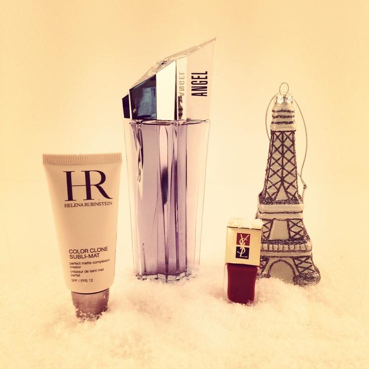 DIE BESTEN WEIHNACHTSGESCHENKE: ab sofort versorgen wir Euch täglich mit tollen Geschenkideen. Unser erster Tipp für Euch: das Parfum Angel, la Laque Couture von YSL und das Make-up Color Clone von Helena Rubinstein.
