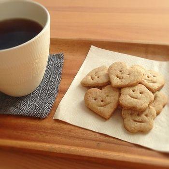smile cookies *材料* 薄力粉60g 全粒粉60g 塩ひとつまみ 油大さじ2(菜種油の代わりに日清ベジオイル使用) メープルシロップ大さじ2