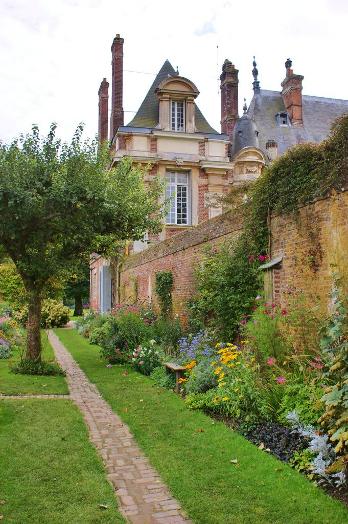 kitchen garden near the chateau de miromesnil tourville. Black Bedroom Furniture Sets. Home Design Ideas