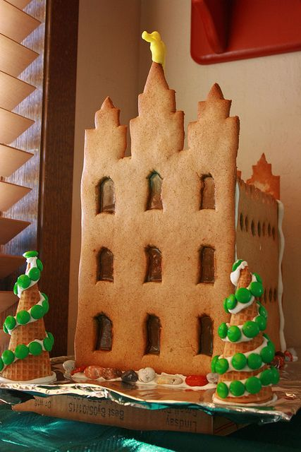 Salt Lake Temple Gingerbread house... could be cute to do a gingerbread temple the night before visiting the lights at temple square: Gingerbread Salts, Houses 2011, Gingerbread Temples, Christmas Lds, Christmas Fhe, Christmas Decor, Gingerbread Houses, Salts Lakes Temples, Christmas Ideas