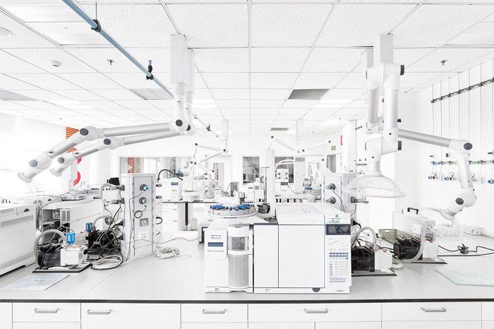 Di teori operasi, produksi pekerjaan dalam proses produksi Adalah...