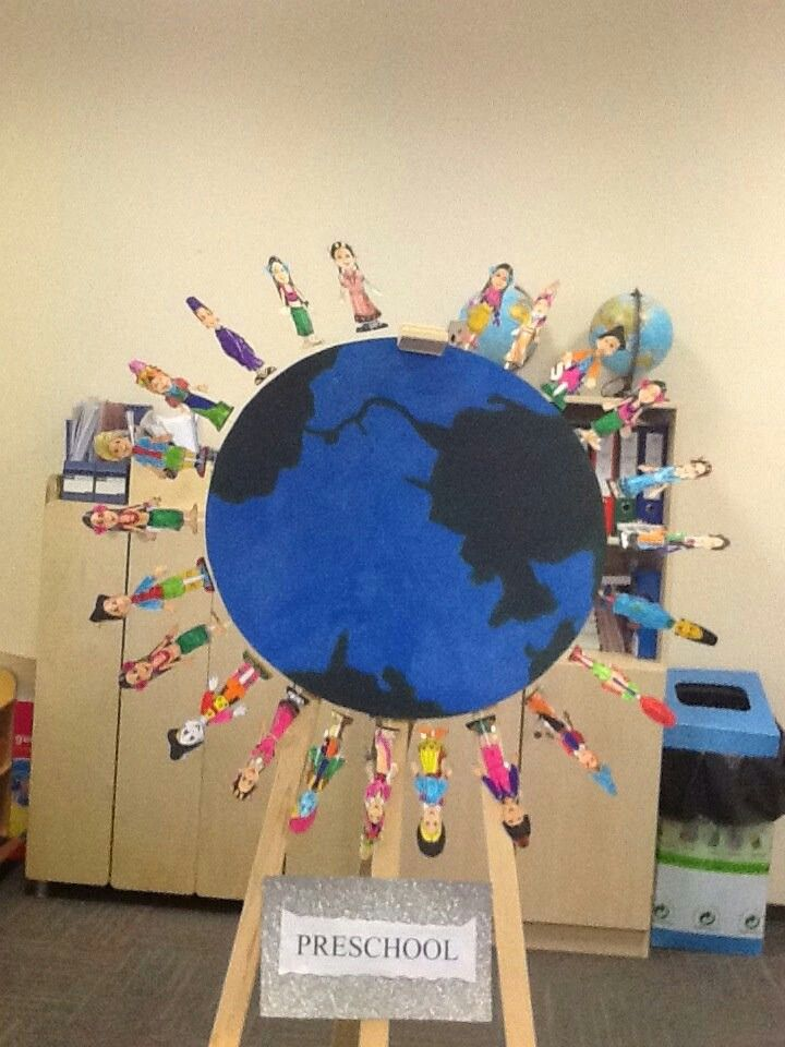Children's day craft. Cut out printed images of children around the world and coloured by preschoolers. Glue the images on straw and tape it behind the drawing of Earth :)
