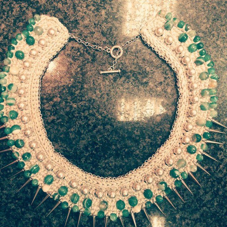 Колье-воротник с зелёным агатом и металлическими шипами уже нашло свою обладательницу.   #кольеворотник #кольеназаказ #jewellery #handmade #натуральныекамни   Повторений не будет, но можно обсудить изготовление другой версии на основе этого колье. WhatsApp +7(977)354-57-20