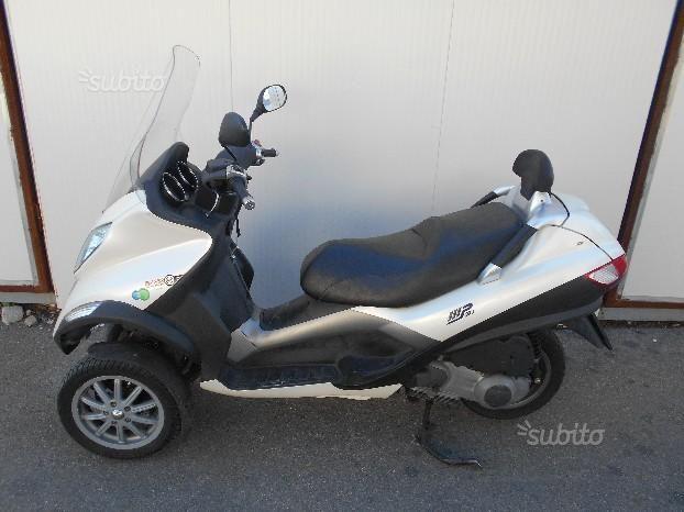 Vendita Scooter Piaggio MP 3 250 2006 con 41.075 KM originali. Lo scooter ha regolarmente effettuato tagliandi e manutenzione ordinaria e straordinaria.