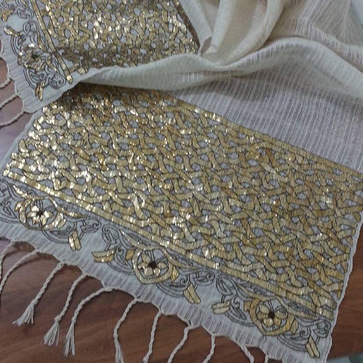 """281 Likes, 48 Comments - demet özger (@demetozger) on Instagram: """"50x200 cm ebatlarında el dokuması İpek kumaş üzerine tel sarma tekniği ile işlenmiş bu örtü…"""""""