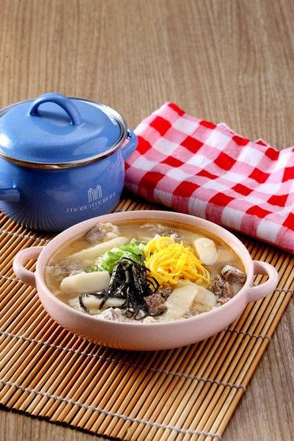 Tteokguk, sajian khas korea.
