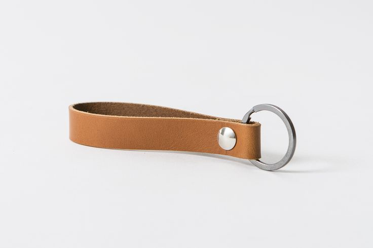 Handgjord nyckelring i läder. -Berghammar-