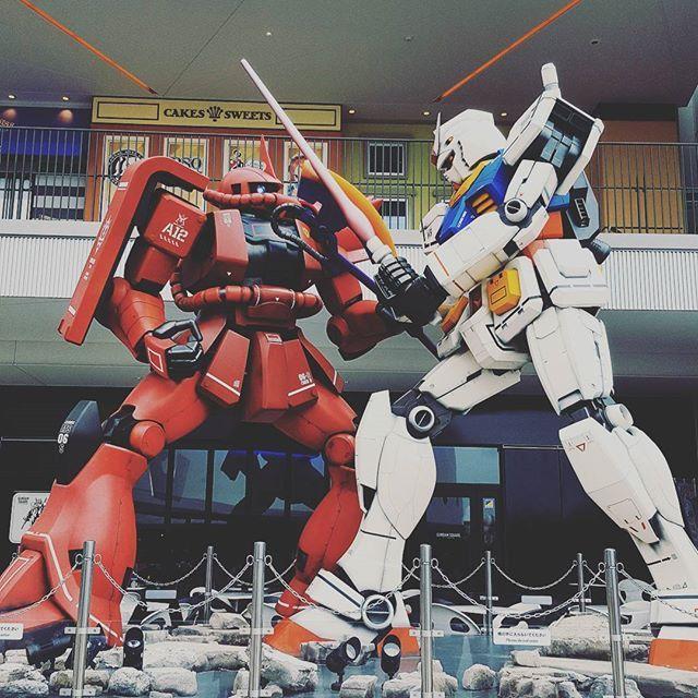 Gundam vs Zaku