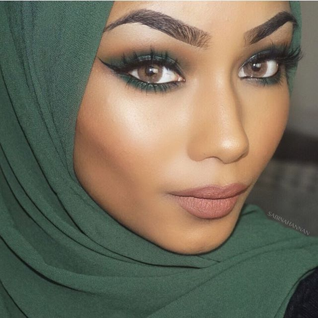 There's a new video up on my YouTube channel, SABINA HANNAN (link in the bio). It's a green smokey eye Hope you guys enjoy, go show it some loveee