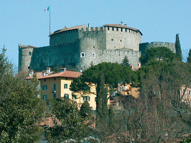 Gorizia con il suo castello risalente al XI secolo d.c.