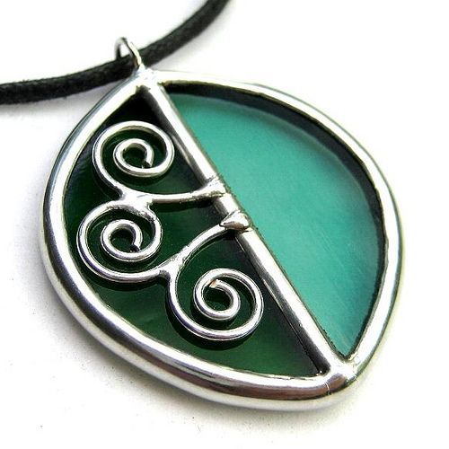 Leaf - Stained glass pendant by lingglass, via Flickr